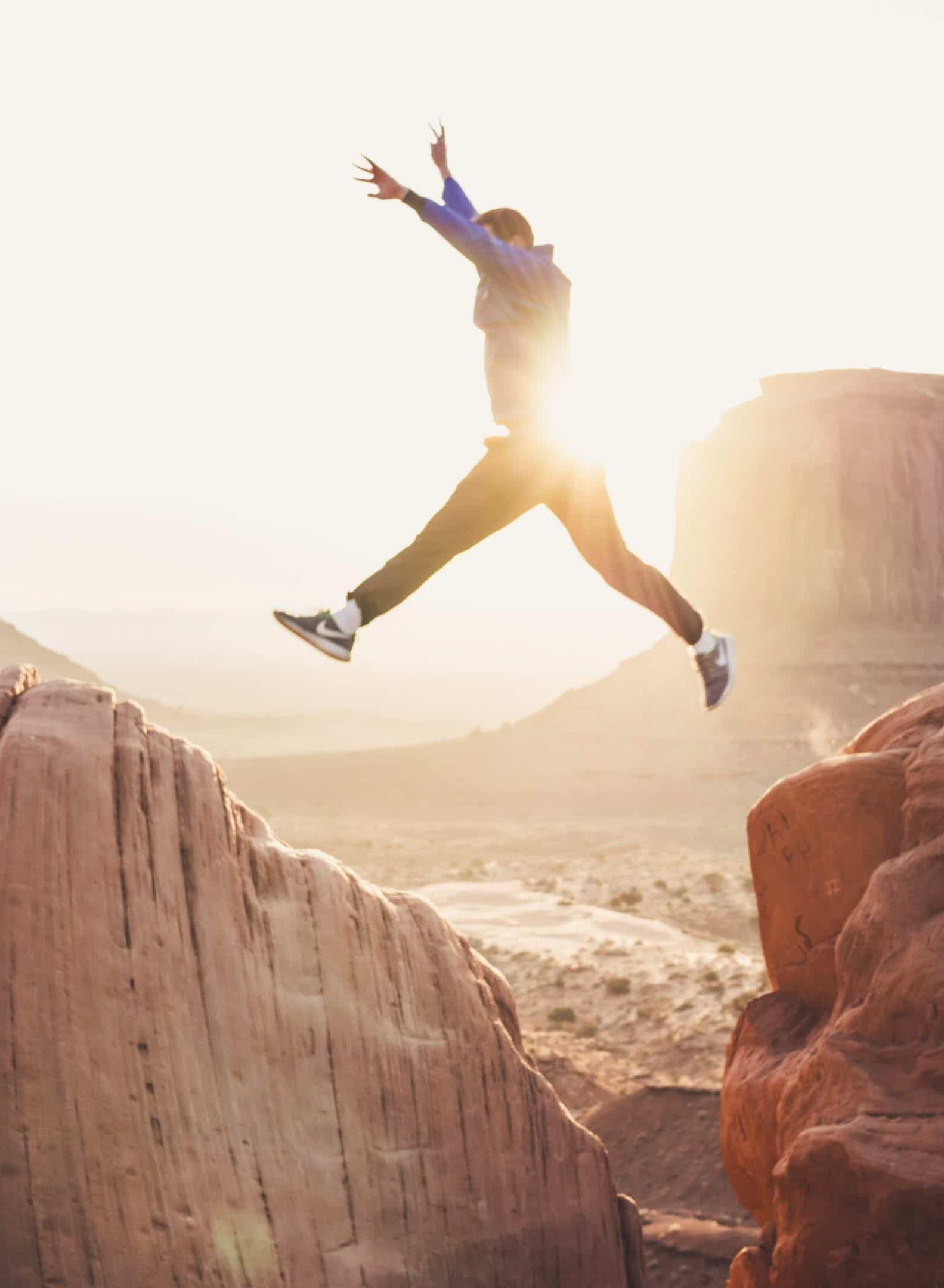 saut entre deux falaises